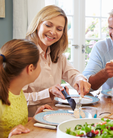 The benefits of family dinners goes beyond just filling up our plates and our bellies. Here are 7