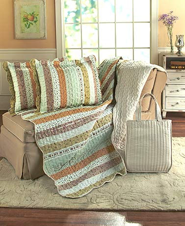 4-Pc. Floral Fields Quilt, Shams, and Tote Set