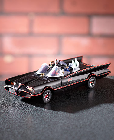 1:24 Scale 1966 Batmobile™ with Bendable Figures