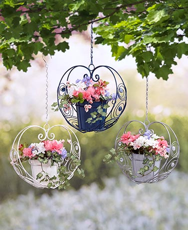 Scrolled Metal Hanging Heart Planters